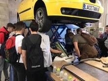 Estudiants del Grau en Enginyeria d'Automoció visiten l'Institut Lacetània