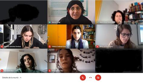 Noies estudiants de la UPC i alumnat de secundària compartexen inquietuds i experiències a la taula rodona 'Les dones i l'enginyeria', amb motiu de l'11-F