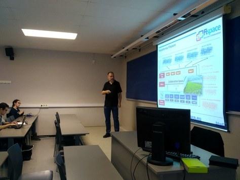 Xerrades per part d'empreses sobre gestió de projectes als estudiants de l'enginyeria de sistemes TIC